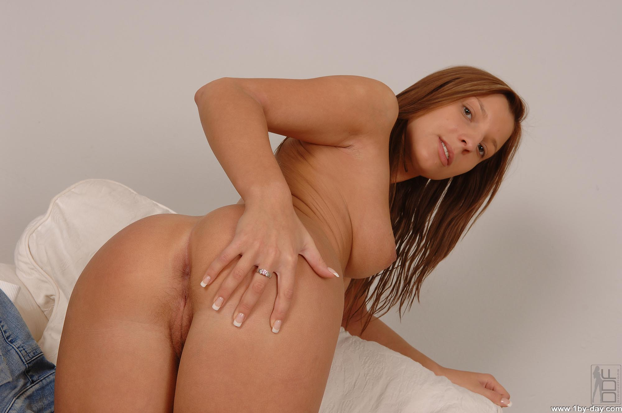 thick thighs naked woman