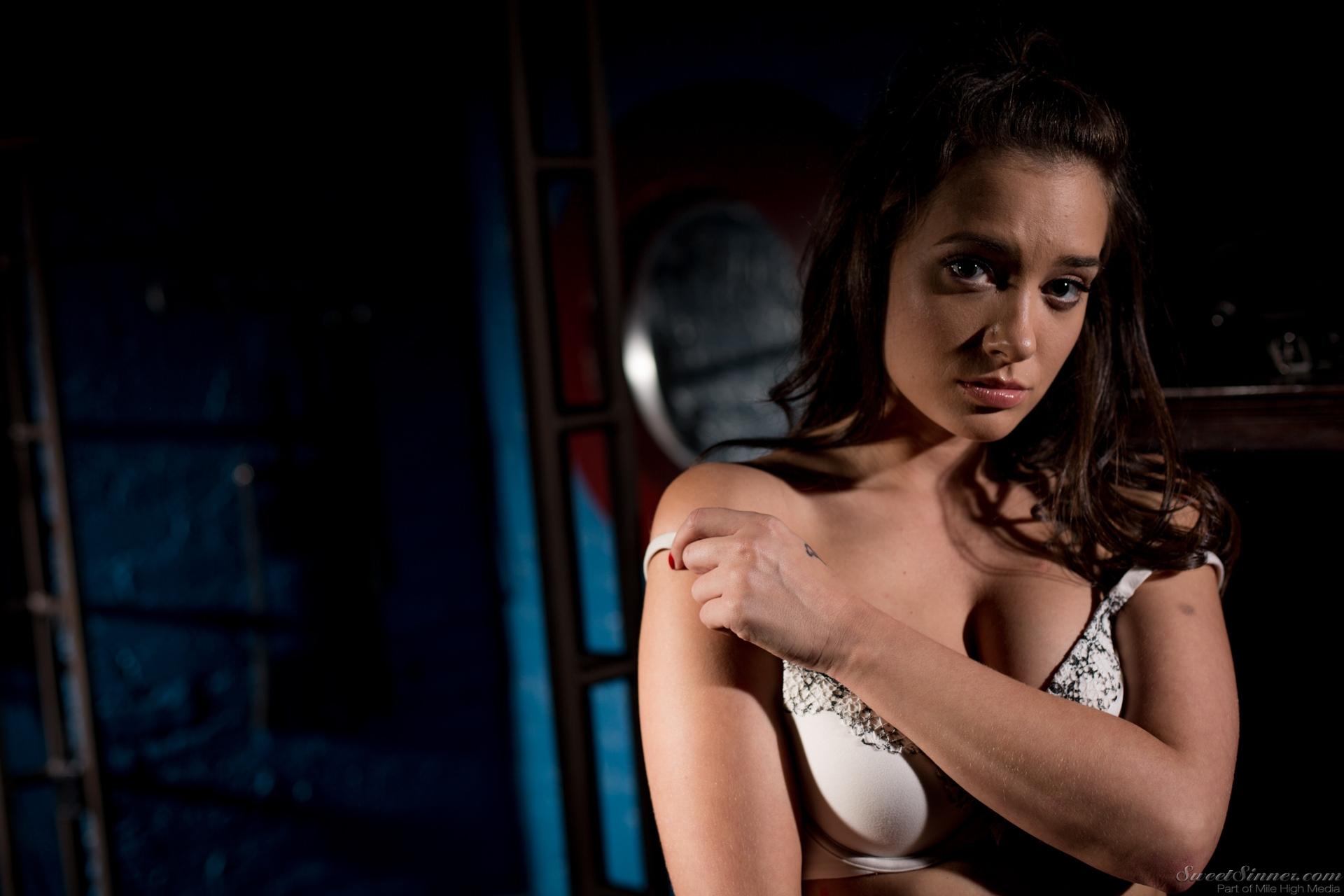 Gia Paige In Sweetsinner My Master February 18 2017 Deepthroat